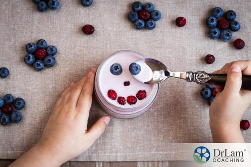 Yogurt with blueberries and strawberries to help overall health