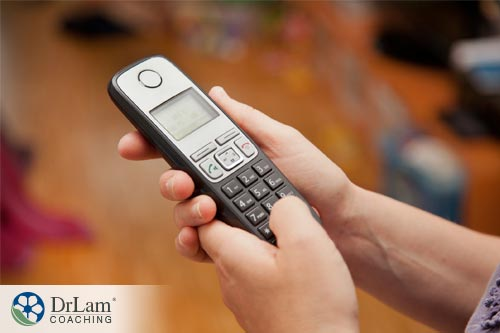How your wireless phones causes EMF radiation and health conditions