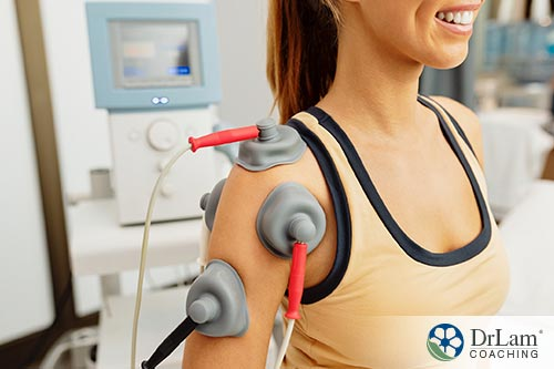 An image of a woman receiving electrotherapy on her shoulder