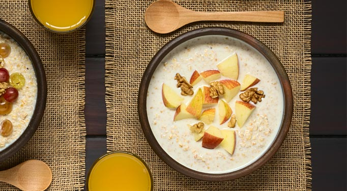Oatmeal with Walnut and Apple