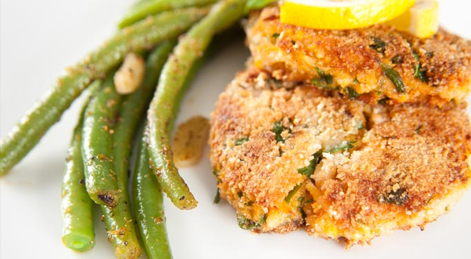 Dilled Salmon Patty with Green Beans