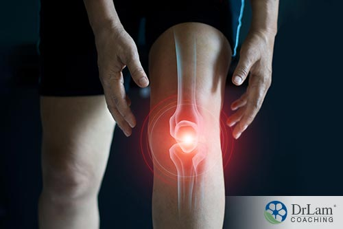 An image of an inflamed knee
