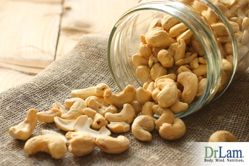 Cashews health benefits can help balance your diet